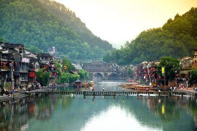 长沙、韶山、天门山、张家界、凤凰古城纯玩双高6日游