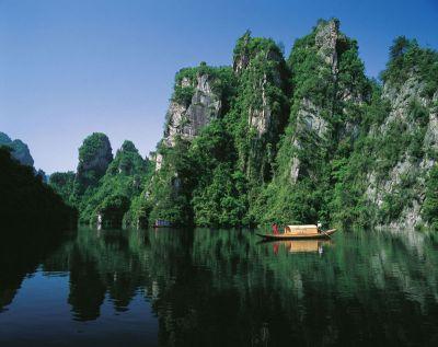 张家界森林公园、墨戎苗寨、猛洞河漂流、凤凰古城双飞5日游